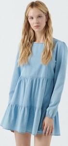 Niebieska sukienka Cropp z długim rękawem z okrągłym dekoltem