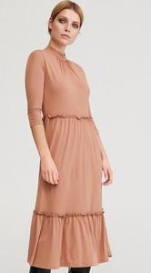 Sukienka Reserved midi z długim rękawem
