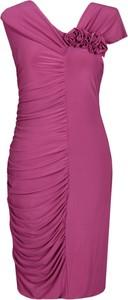 Różowa sukienka Fokus z dzianiny bez rękawów z asymetrycznym dekoltem