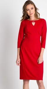 Czerwona sukienka QUIOSQUE z okrągłym dekoltem