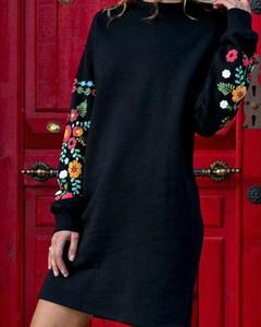 Czarna sukienka Kendallme w stylu casual z okrągłym dekoltem z długim rękawem