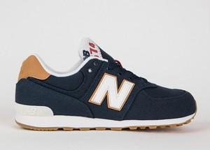 Granatowe buty sportowe New Balance sznurowane 574 z płaską podeszwą