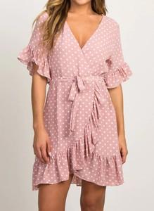 Różowa sukienka Cikelly w stylu casual z krótkim rękawem
