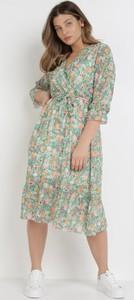Zielona sukienka born2be z długim rękawem midi z dekoltem w kształcie litery v