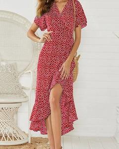 Czerwona sukienka Kendallme maxi z krótkim rękawem z dekoltem w kształcie litery v