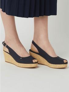 Czarne sandały Tommy Hilfiger z tkaniny z klamrami na koturnie