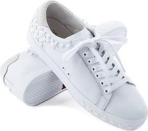 Inteligentny białe tenisówki stylizacje - stylowo i modnie z Allani LH67