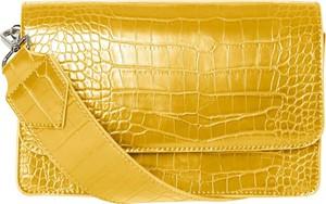 Żółta torebka Pieces w sportowym stylu na ramię