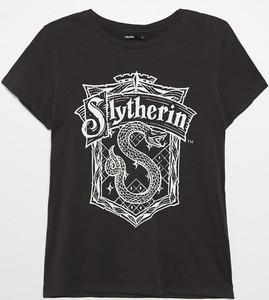 Brązowy t-shirt Cropp w młodzieżowym stylu z okrągłym dekoltem