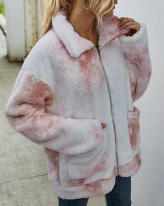 Kendallme Pluszowy płaszcz z puszystymi kieszeniami nadrukiem krawatowym kurtka różowy