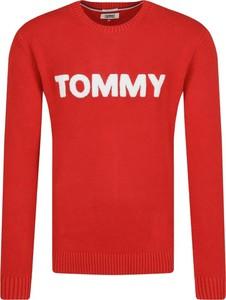 Sweter Tommy Jeans w młodzieżowym stylu