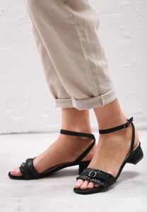 Czarne sandały born2be na niskim obcasie na obcasie z klamrami