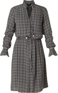 Sukienka Yesta z kołnierzykiem z długim rękawem