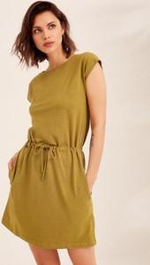 Zielona sukienka Diverse w stylu casual z okrągłym dekoltem z krótkim rękawem