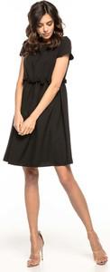 Czarna sukienka Tessita z krótkim rękawem mini z okrągłym dekoltem