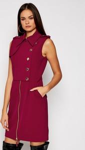 Czerwona sukienka Guess by Marciano bez rękawów w stylu casual