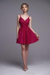 Czerwona sukienka Ella Boutique z dekoltem w kształcie litery v