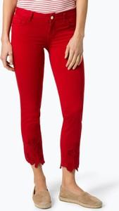 Czerwone jeansy Liu-Jo w street stylu