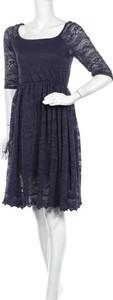 Niebieska sukienka Zeagoo