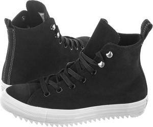 Czarne trampki Converse z płaską podeszwą sznurowane