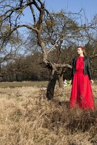 Sukienka Meleksima maxi z okrągłym dekoltem