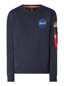 Granatowa bluza Alpha Industries w młodzieżowym stylu z nadrukiem