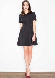 Czarna sukienka Figl trapezowa ze skóry mini