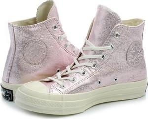 Różowe trampki Converse w sportowym stylu z płaską podeszwą