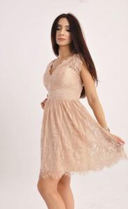 Sukienka Butik Ecru mini rozkloszowana z dekoltem w kształcie litery v