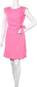 Różowa sukienka MEXX mini z okrągłym dekoltem