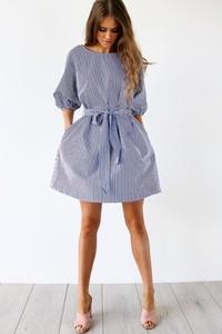 Niebieska sukienka Ivet.pl z okrągłym dekoltem w stylu casual