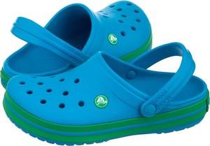 Niebieskie klapki Crocs w stylu casual z płaską podeszwą