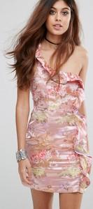 Różowa sukienka Glamorous z żakardu