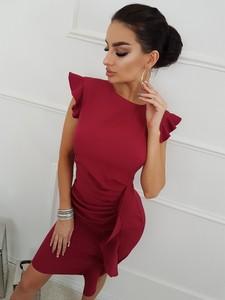 Różowa sukienka Kartes-moda z tkaniny z okrągłym dekoltem z krótkim rękawem
