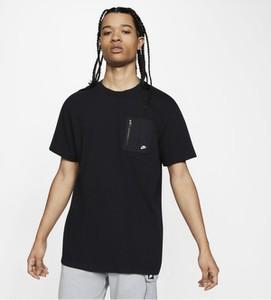 Granatowy t-shirt Nike w sportowym stylu z krótkim rękawem