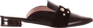 Czarne klapki bayla ze skóry w stylu klasycznym