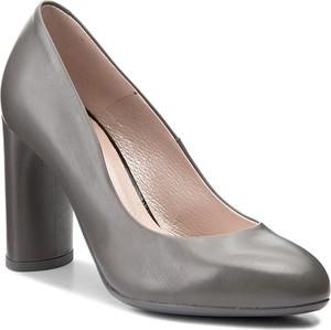 824fa775407f26 Szare buty na obcasie, kolekcja lato 2019