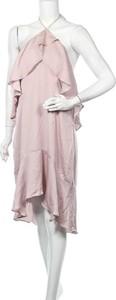 Różowa sukienka Tussah z dekoltem w kształcie litery v bez rękawów