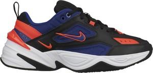 Niebieskie buty sportowe Nike sznurowane w sportowym stylu