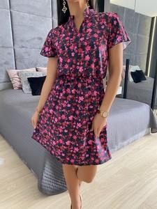 Sukienka ModnaKiecka.pl w stylu casual z krótkim rękawem z dekoltem w kształcie litery v