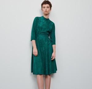 Turkusowa sukienka Reserved z długim rękawem z weluru midi