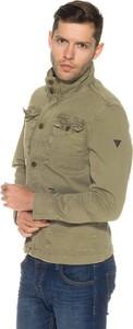 Kurtka Guess w militarnym stylu