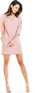 Różowa sukienka Awama trapezowa z długim rękawem mini