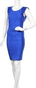 Niebieska sukienka Amy Childs