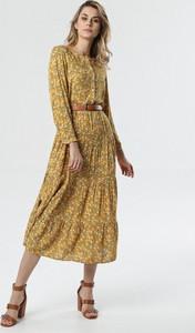 Żółta sukienka born2be w stylu casual rozkloszowana maxi