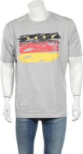 T-shirt Men Plus w młodzieżowym stylu