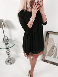 Czarna sukienka Minouu midi rozkloszowana