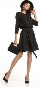 Czarna sukienka Tessita mini w stylu casual z okrągłym dekoltem