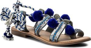 Granatowe sandały gioseppo w stylu boho z płaską podeszwą sznurowane