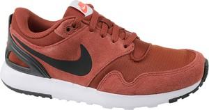 Czerwone buty sportowe Nike w sportowym stylu sznurowane